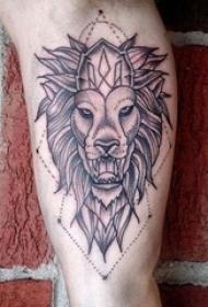 男生小腿上黑色点刺几何简单线条小动物狮子纹身图片