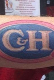 男生手臂上彩绘几何椭圆和字母纹身图片