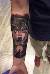 男生手臂上黑灰点刺几何简单线条月亮和狼纹身图片