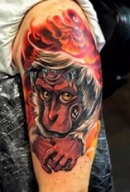 男生手臂上彩繪抽象線條云朵和動物猴子紋身圖片