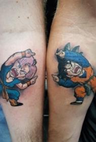 男生手臂上彩绘简单线条卡通人物悟空纹身图片