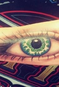 生手臂上彩绘几何简单线条3d写实眼睛纹身图片