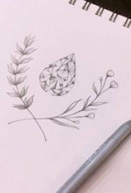 唯美的黑色点刺几何元素简单线条钻石和植物纹身手稿