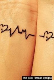 情侣手臂上黑色线条创意文艺心电图纹身图片