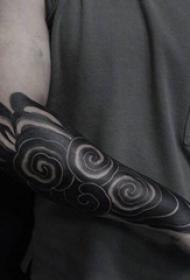 男生手臂上黑灰素描创意祥云花臂纹身图片