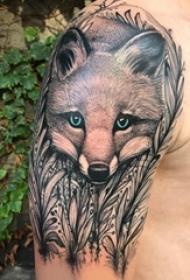 九尾狐狸纹身男生大臂上黑色的狐狸纹身图片