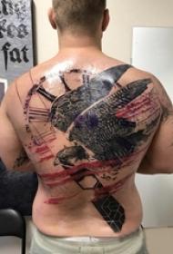 老鷹紋身男生背部大面積老鷹紋身圖片