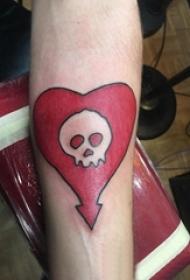 男生手臂上彩绘几何简单线条心形和骷髅纹身图片
