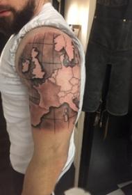 男生手臂上黑灰素描点刺技巧创意文艺地图纹身图片