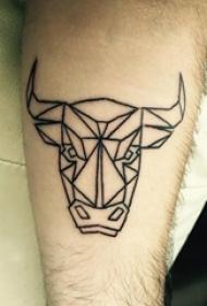 男生小腿上黑色几何元素简单线条小动物牛头纹身图片