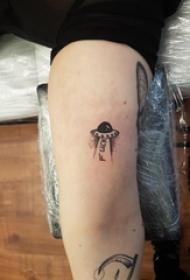 男生手臂上黑色点刺几何简单线条飞碟纹身图片