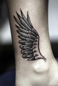 女生脚踝上黑灰素描点刺技巧文艺霸气翅膀纹身图片