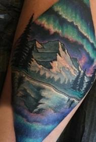 男生小腿上彩绘渐变几何简单线条山水风景纹身图片