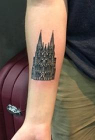 女生手臂上黑色点刺几何简单线条建筑物城堡纹身图片