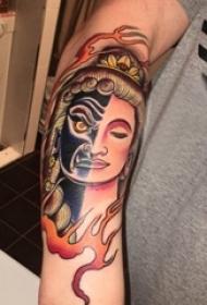 纹身佛像图男内行臂上火焰和佛像纹身图片