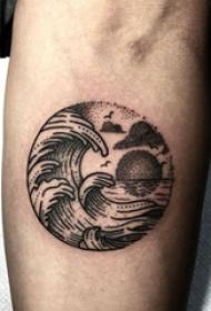 纹身海浪男生手臂上黑色的浪花纹身图片
