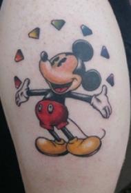 男生大臂上彩绘渐变简单线条卡通钻石和米老鼠纹身图片