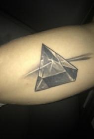 男生手臂上黑灰素描點刺技巧創意鉆石紋身圖片
