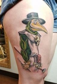 女生大腿上彩绘水彩素描创意鸭子卡通纹身图片