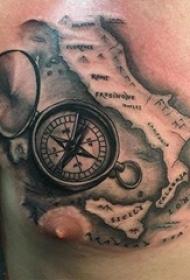 男生胸部黑色几何简单线条地图和指南针纹身图片