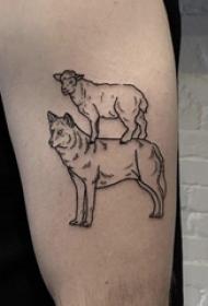 男生大臂上黑色简单抽象线条小动物羊和狼纹身图片