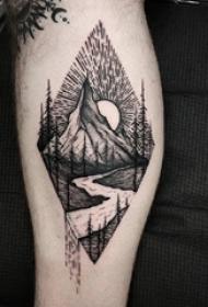 山水纹身男生小腿上黑色的山水纹身图片