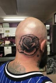 玫瑰斑纹身男生头部玫瑰斑纹身图片