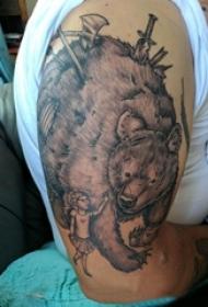 男生手臂上黑色点刺简单线条人物和熊纹身图片