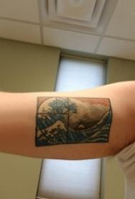 男生手臂上彩绘渐变几何元素简单线条浪花纹身图片