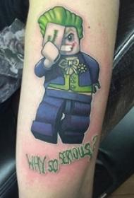 男生手臂上彩绘渐变几何简单线条乐高玩具小丑纹身图片