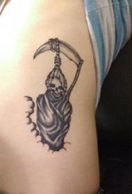男生侧腰上黑色点刺简单线条骷髅死神纹身图片