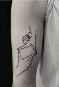 男生手臂上黑色简单线条情侣手部纹身图片