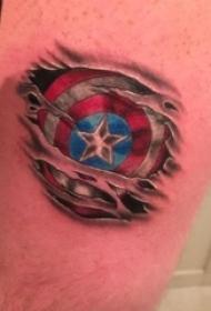 男生手臂上彩绘裂痕美国队长盾牌纹身图片