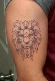 男生大臂上黑灰点刺几何简单线条小动物狮子纹身图片