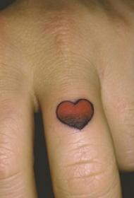 女生手指上彩绘渐变几何元素简单线条心形纹身图片