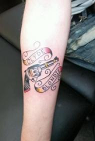 枪纹身 女生手臂上英文和枪纹身图片