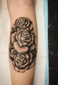 欧美玫瑰纹身 男生手臂上欧美玫瑰纹身唯美图片