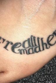脚背纹身 男生脚背上黑色的英文纹身图片