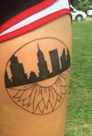 大腿纹身传统 女生大腿上建筑物和向日葵纹身图片