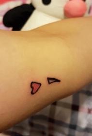心形纹身图片 女生手臂上彩色的心形纹身图片