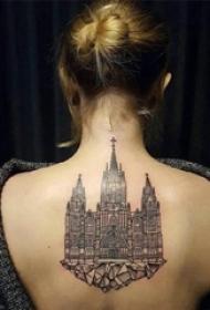 建筑物纹身 女生后背上黑色的建筑物纹身图片