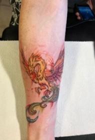 纹身火凤凰 男生小腿上精美的凤凰纹身图片