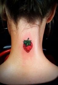 后颈部纹身 女生后颈部彩色的草莓纹身图片