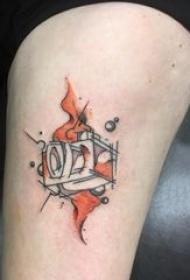 照相机纹身 女生小腿上彩色的照相机纹身图片
