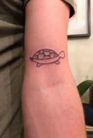 龟纹身 男生手臂上黑色的乌龟纹身图片
