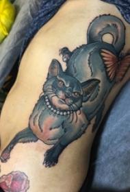 纹身侧腰男 男生侧腰上彩色的猫咪纹身图片
