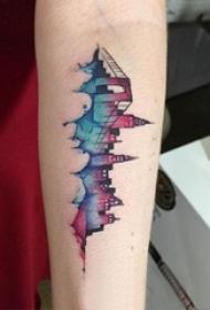 建筑物纹身 女生手臂上彩色的建筑纹身图片