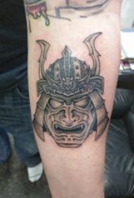 武士纹身 男生手臂上黑色的武士纹身图片