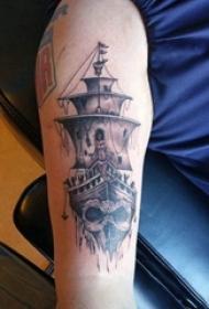 手臂纹身素材 男生手臂上海盗船和骷髅纹身图片