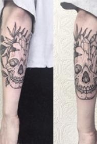 骷髅纹身 女生手臂上黑灰纹身点刺骷髅纹身图片